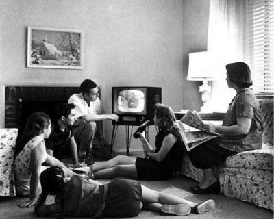 familias-viendo-televisic3b3n-pasado