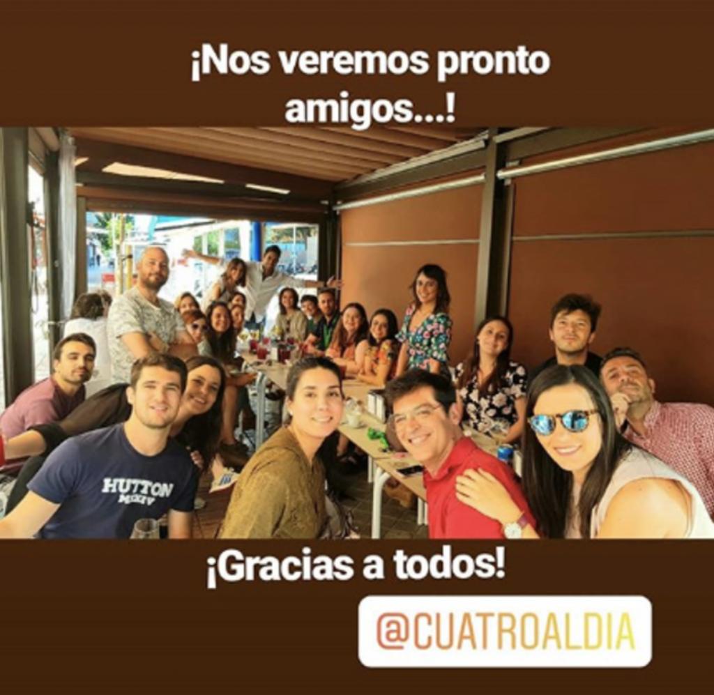 Santi Burgoa y grupo de personas que forman parte del equipo de Cuatro al Día
