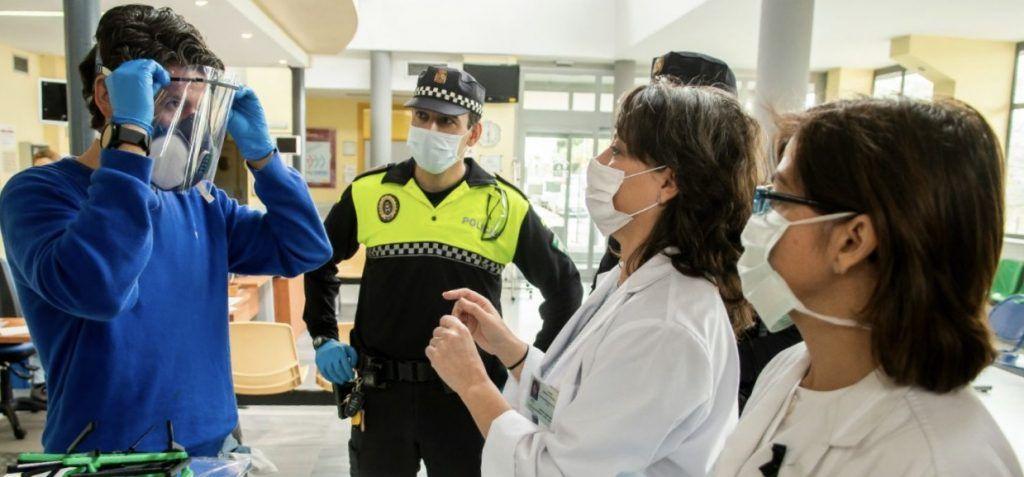 Impresión 3D para fabricar viseras que eviten contagio COVID19 a policias o enfermeros. Si tienes una compártela y frena el coronavirus. Te decimos como.