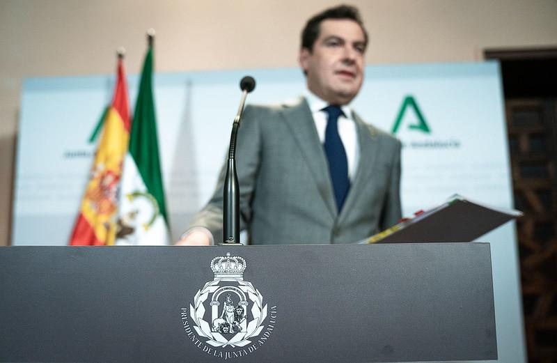 Extradigital consulta a la Escuela Internacional de Protocolo, la Asociación Española de Protocolo y al prestigioso Carlos Fuente sobre el nuevo emblema.