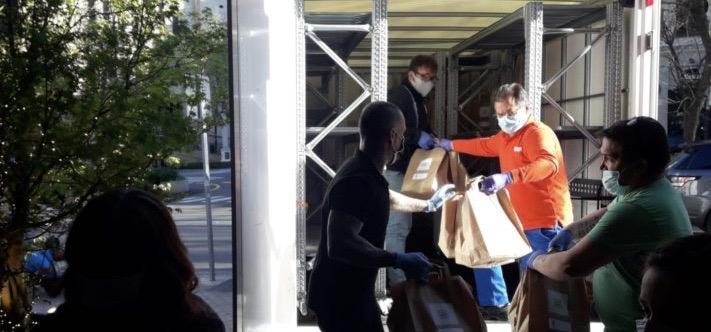 De forma gratuita, SEUR como #EmpresasSocialmenteResponsables han transportado 240.000 mascarillas o más de 33 toneladas de alimentos.