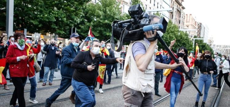operador-camara-tve-increpado-protesta-foto-nuria-soler