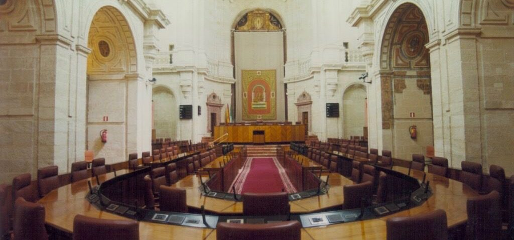 El Parlamento ha convocado hoy las dos plazas previstas del Cuerpo Técnico, escala de Técnicos Superiores, en Comunicación. Se realizará por turno libre.