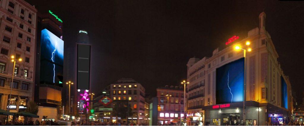 Campaña-Carolina-Herrera-Tormenta-rayos-Callao-pantallas-digitales