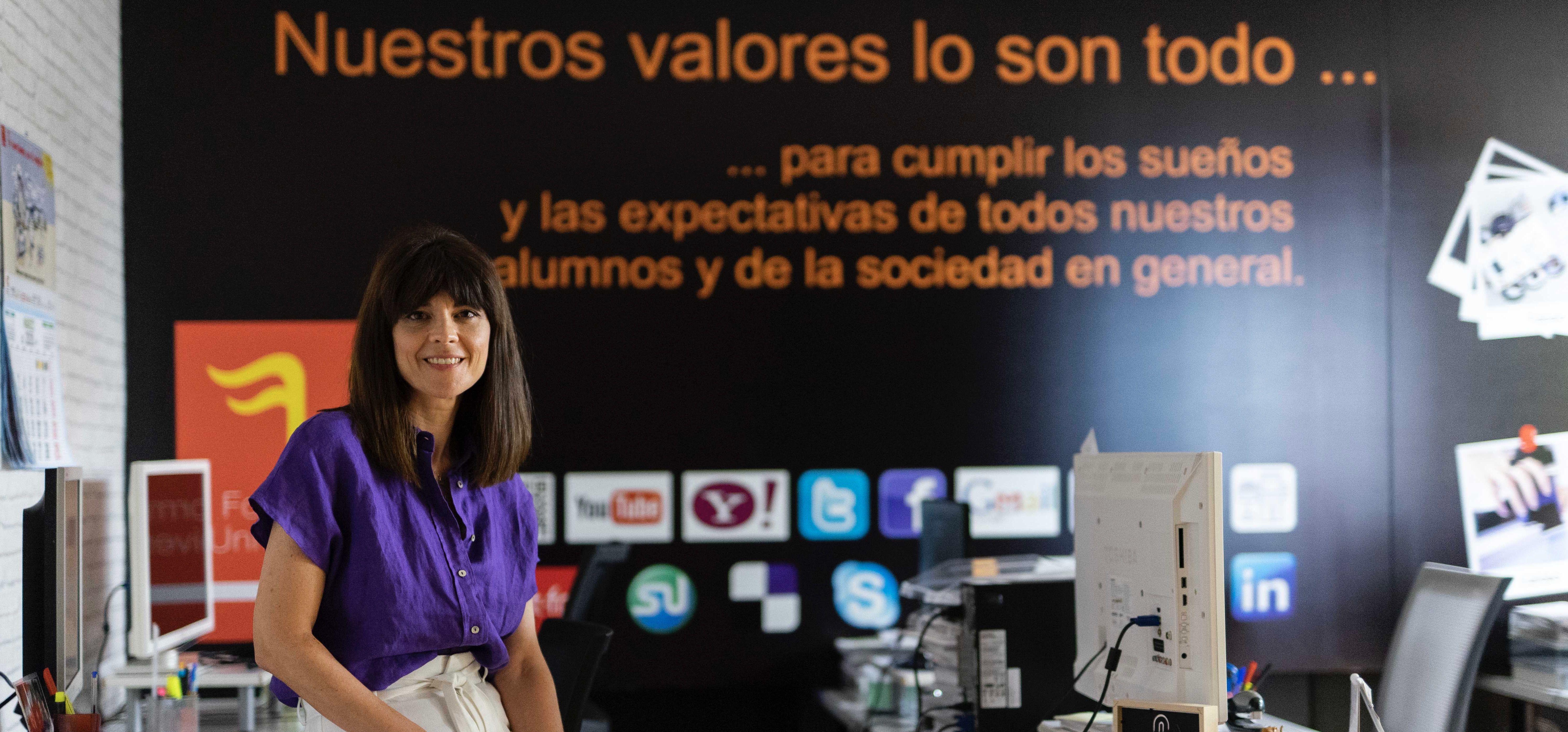 En Formación Universitaria, con acento femenino, trabajan más de ciento cincuenta profesionales y han pasado por sus aulas 150.000 alumn@s.