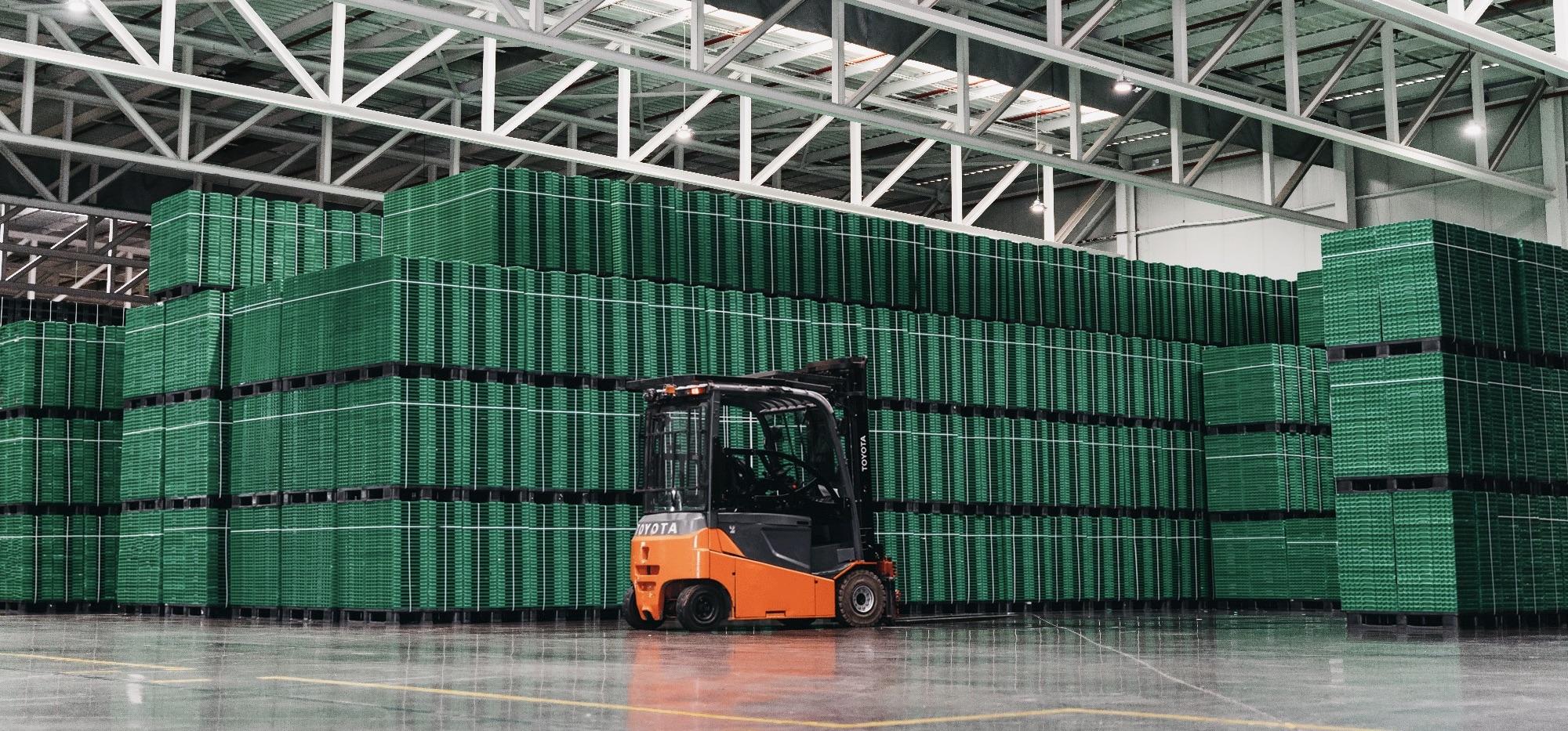 La reutilización de los envases permite evitar 180.000 Tn/año de materiales de un solo uso, y evita 96.710 trayectos de camión al año.