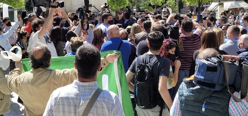 El 17M increparon e insultaron a periodistas en un acto de VOX, donde se utilizó a la prensa como escudo para enmascarar un acto público.