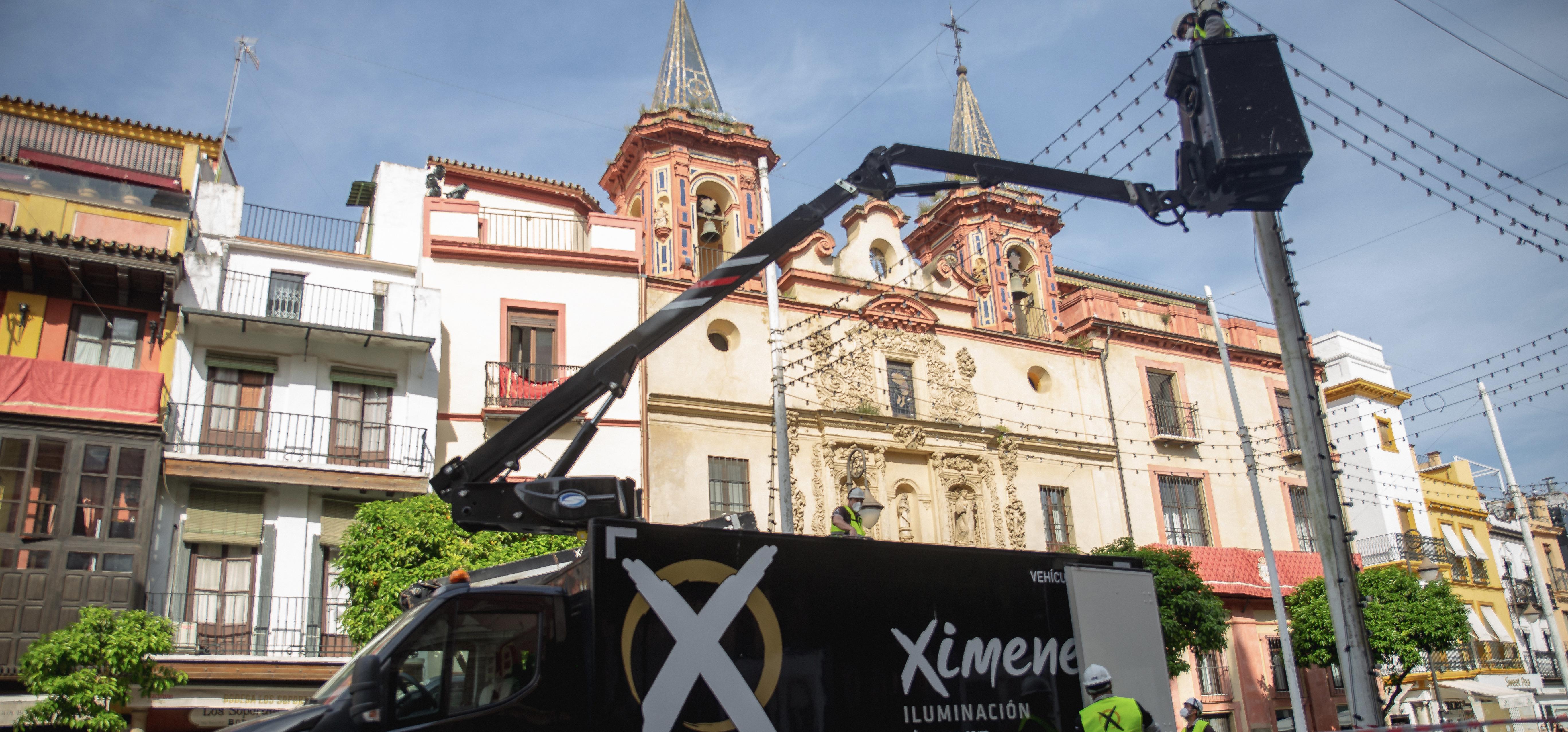 Ximenez ya ha iniciado los trabajos de montaje del alumbrado y decorado simbólico que la ciudad de Sevilla lucirá en los días en los que la Feria.