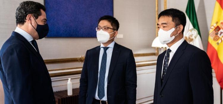 La conectividad y la tecnología 5G han sido los temas principales del encuento entre Juanma Moreno y el nuevo presidnete de Huawei, Eric Li.