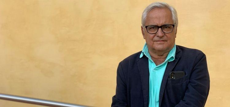 El periodista y escritor Juan Cruz, en su paso por los cursos de Verano de la UNIA, no ilustra sobre un referente ético del periodismo: Chaves Nogales.