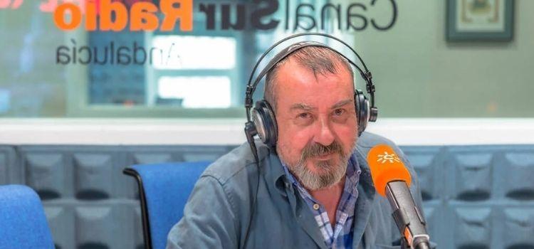 """Falleció """"micrófono en mano"""" mientras preparaba su intervención en el programa nocturno de Canal Sur Radio. Se va una voz histórica, Hugo de Veró."""